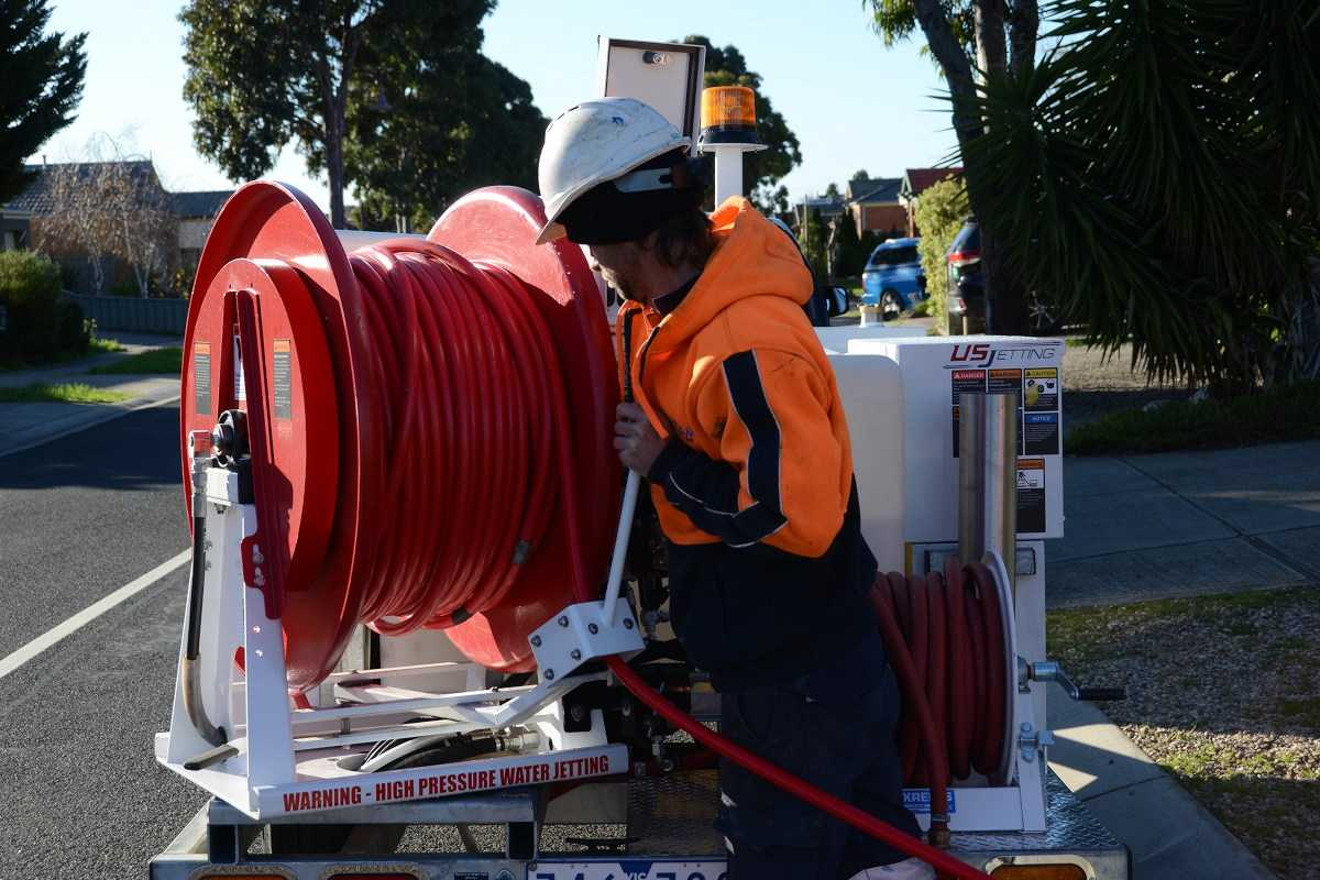 Pipeline jet cleaning with high pressure water in Melbourne.